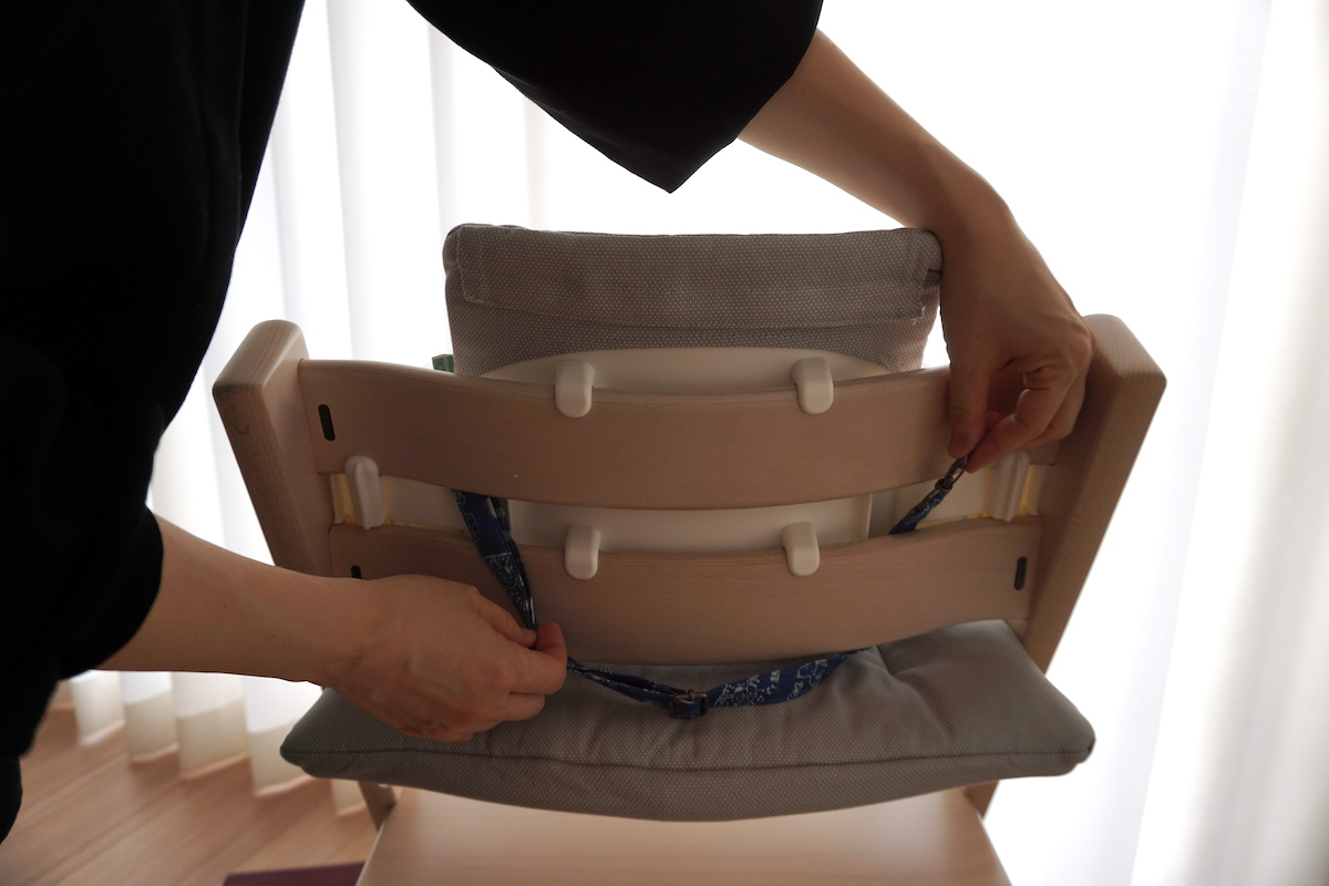 リッチェル チェアベルトをトリップトラップに装着する方法