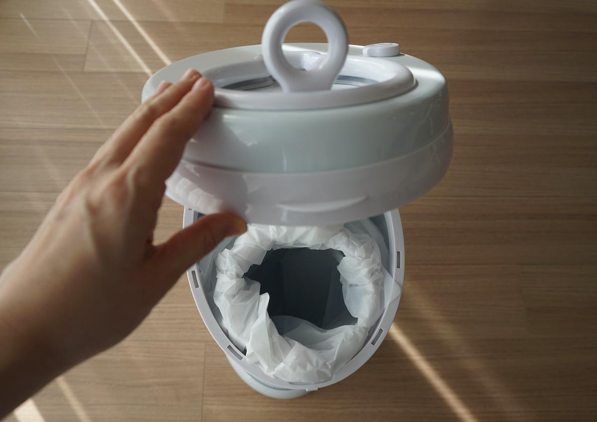 おむつポット「Ubbi」はゴミ袋の付け替えが簡単