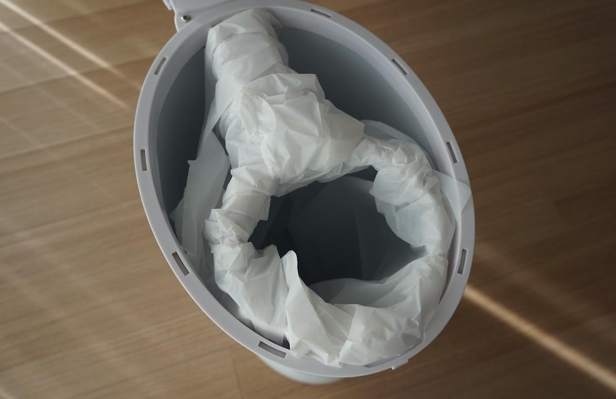 おむつポット「Ubbi」はゴミ袋の付け替えが簡単、時短